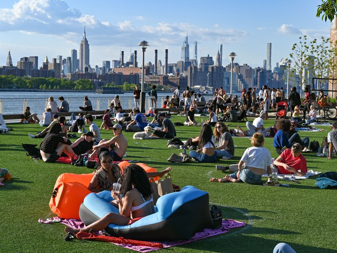 Image for Gothamist: NYC's Population Hits A Record 8.8 Million, According To 2020 Census